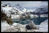 Франция. Савойские Альпы. Регион Тинь (Tignes). Высота 1800 м.Альпы  Горное Озеро  Шевриль  Весна  Снег Отражения PARADOX