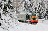 Тепловоз ЧМЭ3-4961 с пригородным поездом, линия Рязановка - Кривандино, Россия/Московская обл.