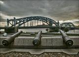Так называлась шведская крепость,  на месте которой установлены  эти пушки, откуда   начинался строится Петербург.В настоящее время этот ракурс невозможен, строительная площадка для небоскреба  Газпрома... Строительство остановлено, но сохранится ли шведский мемориал, время покажет..