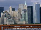 """""""...Как глупый художник  в мадонну музея вонзает глаз свой,  влюблён и остр, так я,  с поднебесья,   в звёзды усеян, смотрю  на Нью-Йорк   сквозь Бруклинский мост. Нью-Йорк  до вечера тяжек   и душен, забыл,  что тяжко ему   и высоко, и только одни  домовьи души встают  в прозрачном свечении окон"""".                    (Владимир Маяковский)"""