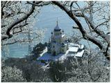 Накануне шел снег...А утром, пешком через Байдары,  чтоб увидеть Форосскую церковь в снегу.