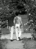 просто прогуливающаяся пара