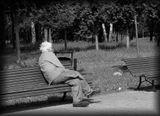 Вокруг были слышны детские голоса,смех.Играла музыка...Лето...Он сидел один,уставившись в одну точку ни на что не реагируя.Скамейки рядом были пусты...Потом он встал и сгорбившись пошел...Одиночество...