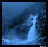 * * *Придут преданья старины,И растревожится душа.Пускай предчувствия страшны,Но жизнь как сказка хороша ...* * *Австрия. Криммльский водопад - высочайший в Центральной Европе. 3 каскада. Общая высота 380 метров.Австрия Криммльский водопад Синяа прохлада Преданья старины PARADOX