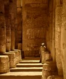 Иллюзия  заключается в том, что светотень на полу античного зала, воспринимается как лестница.