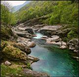 Это панорамка из двух горизонтальных кадров. Для полноты восприятия места. Река  Verzaсka кантона Ticino. Приятного просмотра всем!