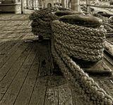 Кнехт — парная тумба с общим основанием на палубе судна, служащая для крепления тросов.... а также - голова боцмана... поэтому сидеть на кнехтах категорически запрещено!