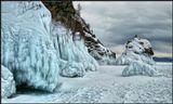 Наглядный урок для тех, кто не знает- Не стоит лизать на морозе скалу! Смотри как Байкал до весны замирает! Красиво, конечно, но больно ему! -------------------------  Многотонные украшения из чистешего льда на прибрежных скалах Байкала. Март месяц.