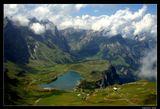 *   *   *  Я со скалами мерялся силою, Был наивен и лез к облакам. Ни к чему ревновать меня, милая, К этим гордым кокеткам-горам !  *   *   *  Вид на озеро Трубзее и массив Урнерских Альп с высочайшей горой центральной Швейцарии Титлис (3238 м). Съемка с высоты 2430 м.