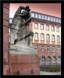 65 лет назад 22 июня 1941 началась самая страшная война 20 века.Освенцим Берген-Бельзен Бухенвальд Дахау Гросс-Розен Флоссенбург Дора-Миттельбау Равенсбрюк Заксенхаузен Маутхаузен Майданек Каунас Краков-Плащов ......Только на территории Германии насчитывалось 1100 концлагерей. Через концлагеря прошли 18 млн человек, погибли 12 млн.Франкфурт. Памятник узникам лагерей.