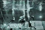 """Звёздный городок. Отработка в бассейне внештатных ситуаций  в жёстком скафандре на макете станции """"Мир""""."""