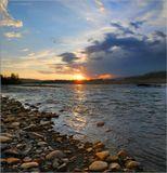 река Дебин в Ягоднинском районе Магаданской областипейзаж, закат, природа, река, облака, небо, валуны