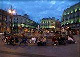 Вечер на одной из площадей Мадрида.