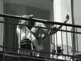 Одесса-мама. Май 2011 года. Балкон. Отдыхающая