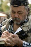 Олег Горяйновhttp://www.top-kniga.ru/kv/interview/interview.php?ID=229187подписывает одну из своих книг«Джентльмены чужих писем не читают».