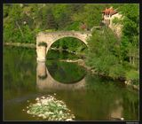 """Южная Франция, ушелье дю Тарн. Пересекая мост через одноименную реку, вдруг увидели редкую картину - отражение продолжало разрушенный мост вниз, компенсируя недостающий горизонтальный пролет """"строительством"""" по вертикали с образованием овала из двух арок ... На узком мосту было не остановиться - нашли разворот дальше, вернулись и припарковались до моста, чтобы пойти на него для съемок.  Вот такой постимпрессионизм получился ..."""