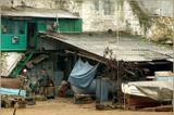 Севастополь. Корабельная сторона. Ушакова балка. Рыбаки у стены старого акведука, построенного до 1-ой обороны Севастополя.