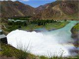 Выше этого водосборника находится Бартогайское водохранилище, которое питают талые воды ледников (200 км на восток от Алма-Аты). А отсюда берет начало река Чилик. Рафтинг на ней - исключительный.