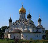 Никольская церковь с.Николо-УрюпиноНикольская церковь в усадьбе Никольское-Урюпино была построена в 1664-1665гг. зодчим Павлом Потехиным