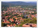 Старинный немецкий город Вернигероде, расположенный на востоке горного массива Гарц. Вид с крепости ХI века. В центре шпили ратуши.