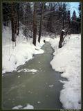 маленькая заснеженная речка