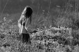 это не  постановка  , случайно  увидел  девочку  на поле   , вот  что из этого получилось