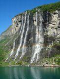 """Норвегия. Гейрангерфьорд. Водопад """"Семь сестер"""" и радуга."""