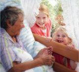 """Внучки с самого утра прибежали поздравлять.""""А бабушке-то сегодня 90 лет исполнилось!!!"""""""