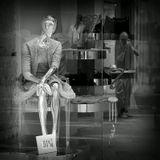 Вена, улица, витрина, манекен, фотограф :)