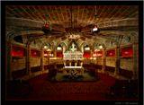 КАФЕДРАЛЬНЫЙ СОБОР Св. Евлалии. Под Главным алтарем кафедральногог собора небольшая лестница ведет в Крипту, где в алебастровом саркофаге (1327 г., работа одного из учеников Николы Пизано) покоятся останки Св. Евлалии.