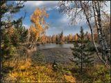 Лето прощается с нами, Яркие краски даря. Хочешь не хочешь, а скоро Снова наступит Зима..  Выбелят землю морозы, Сдернут с деревьев листы... Радуйтесь, люди, покуда Осень рисует холсты! _________________________ Осенний день в Бурятии.
