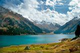 Еще одно фото того же озера только уже осенью. и одинокая палатка навевает грусть уходящего лета, но радующего яркими красками осени!