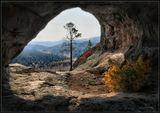 """Вид из """"окна"""" пещеры на кусочек Осени... Бурятия."""