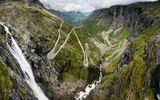 Обещанная панорама из нескольких кадров с этой удивительной дороги троллей.