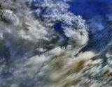 """Это - Облака! Для полноты ощущений не хватает музыки Р.Вагнера """"Полёт Валькирии""""..из тетрологии """"Кольцо нибелунгов """".....Дочь повелителя богов - Брунгильда. Она принадлежит славному племени валькирий, дев-воительниц, которые уносят с поля боя погибших солдат и доставляют их в небесное царство Валгаллу. Лейтмотив валькирий похож на боевой клич, он символизирует героический порыв и устремленность к победе!!.. ..http://music.edu.ru/catalog.asp?ob_no=13033&cat_ob_no="""