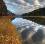 Урал, река Тагил, в дымке на горизонте - деревня Моршинино, за ней болота, болота......(с клюквой)  :)))