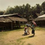 Лаос. Небольшая деревенька, со смешанным населением, разных народностей: Хмонги, Лао, Тай...
