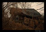 Заброшенная деревня в Тверской Губернии.Когда-то здесь была жизнь... Теперь лишь полуразвалившиеся полупрогнившие стены,брошенные вещи и воспоминания...