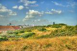 Вид на город Оостенде. с дамбы предохраняющей сушу от моря. В некоторых местах,первая,ниже уровня океана.
