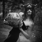 фотограф / автор идеи: Юлия Космосвизажист / стилист: Евгения Гурова