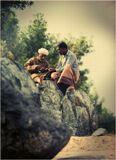 ...да подзорную трубу ;-))Чудом углядела этих чудесных персонажей на берегу Оманского залива.. Волька, видать, уже возмужал, окреп, да и загар хоть куда)НЕпостановочное)