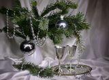 """""""световая кисть"""" елка,шары,бусы, поднос ,бокалы"""