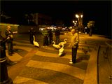 Итальянский городок Лазизе. Ночью утки лебеди выходят из воды и выпрашивают подачки.