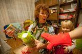 Бабушке с дочей подарки на новый год дарили:)