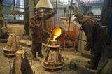 """На уральском заводе """"Пятков и Кo"""" льют одни из лучших колоколов в России. Возрождается колокольный звон, вновь звучат колокола на звонницах храмов и монастырей."""