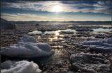 Байкал неспешно засыпает, Покрывшись крошкой ледяной, Ворочается долго и вздыхает, И, просыпается порой... ___________________________  январь месяц на Байкале.