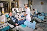 Донор (лат. donor, от dono — «дарю») Каждый раз, сдавая кровь, донор дарит кому-то шанс на спасение и при этом ничего не теряет сам, а лишь приобретает, потому что добро, которое человек приносит в мир, обязательно возвращается к нему. Снимок сделан в Центре крови ФМБА России в Москве.