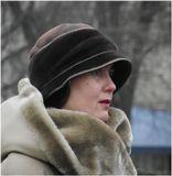 . . . экспромт, увидел женщину на улице, навел объектив на неё, вот так .