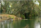 Принято считать, что именно на этом месте реки Иордан 19 января (6 января по старому стилю) предположительно в 29 году н.э. пророк Иоанн крестил в ее водах Иисуса Христа. Правда за это время русло реки сместилось на 15-20 метров в сторону Иордании.