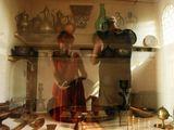 Отражение в витрине музейного стенда...